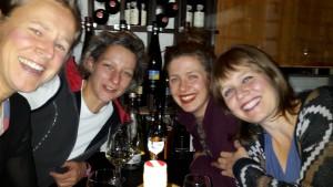 Weingeflüster unter Frauen