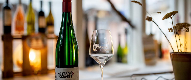 Wein & Weinglas im stimmungsvollen Ambiente Lange Brücke 12